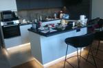 Заказать Кухня с островом графитовый верх, белый низ БЕЗ посредников!