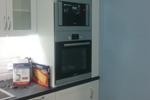 Кухня белая с антресолями