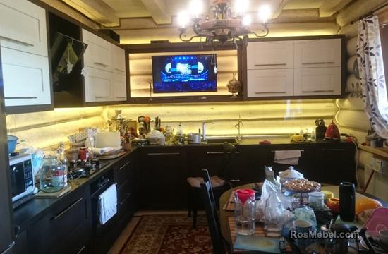 Кухня массив ясеня, покрытый шпоном дуба