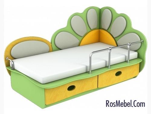 Детская кровать с бортиками и ящиками для белья